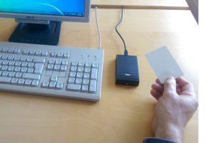 Desktop Leser mit Hand kleiner
